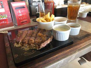 Foto 1 - Makanan(Hokubee rib eye) di Steakmate oleh Vising Lie
