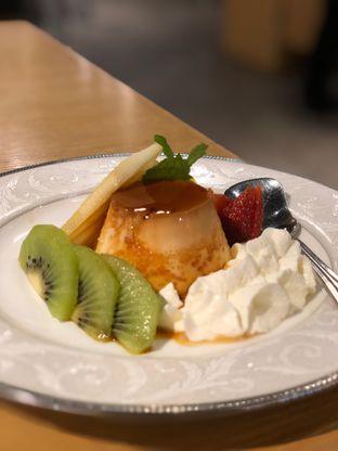 Foto 3 - Makanan(Fruit Egg Pudding) di Palmier oleh YSfoodspottings