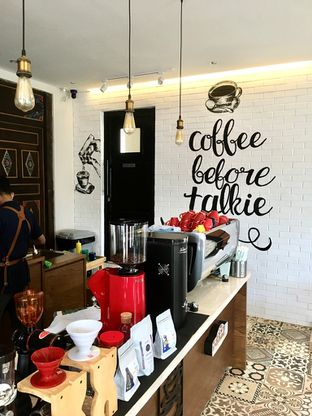 Foto 4 - Interior di Kode-in Coffee & Eatery oleh Prido ZH
