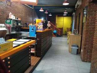 Foto 4 - Interior di Smack Burger oleh vio