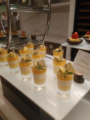 Foto 12 - Makanan(Mango Mouse) di Arts Cafe - Raffles Jakarta Hotel oleh Renodaneswara @caesarinodswr