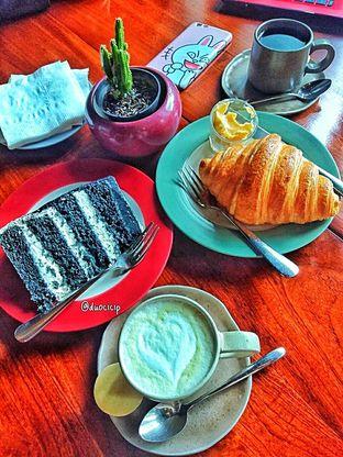 Foto 38 - Makanan di Convivium oleh duocicip