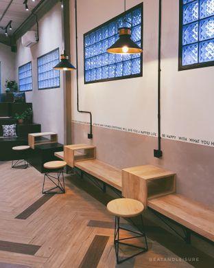 Foto 3 - Interior di 88 Garage Cafe oleh Eat and Leisure