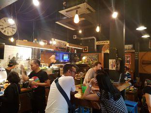 Foto 2 - Interior di Giyanti Coffee Roastery oleh ig: @andriselly