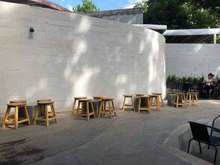 Foto 4 - Interior di Miluyu Coffee Lounge oleh Fadhlur Rohman