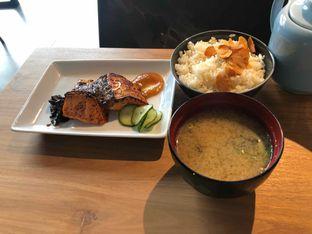 Foto 7 - Makanan(set salmon miso) di Gion Japanese Grill & Chill oleh Budi Lee
