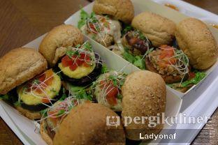 Foto 7 - Makanan di Burgreens Express oleh Ladyonaf @placetogoandeat