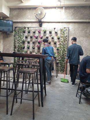 Foto 3 - Interior di Dailio Specialty Coffee oleh Reza  Imam Pratama