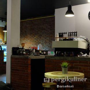 Foto 5 - Interior di The CoffeeCompanion oleh Darsehsri Handayani