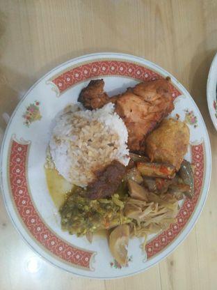 Foto - Makanan di RM Pondok Minang Jaya oleh Lisa Irianti