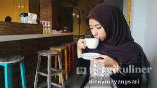 Foto 2 - Interior di Yellow Truck Coffee oleh #kulineraladinny