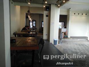 Foto 3 - Interior di Yellow Truck Coffee oleh Jihan Rahayu Putri