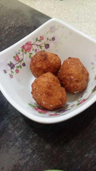 Foto 3 - Makanan(bakso goreng) di Mie Ayam Gondangdia oleh Clara Stephanie