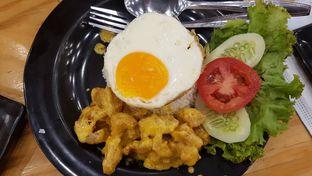 Foto 14 - Makanan(Nasi Ayam Telur Asin) di Kakakuku oleh Levina JV (IG : levina_eat )