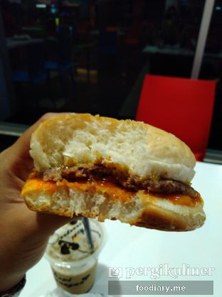 Foto review Hits Burger oleh @foodiaryme | Khey & Farhan 1