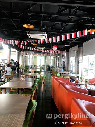 Foto 2 - Interior di Bounce Cafe oleh riamrt