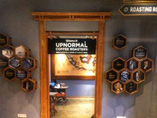 Foto 5 - Interior di Upnormal Coffee Roasters oleh Putri Miranti  Allamanda