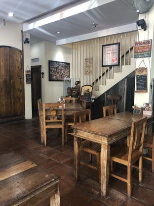 Foto 7 - Interior di Waroeng Kelapa oleh Nanakoot