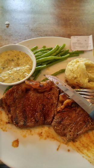 Foto review Steak Hotel by Holycow! oleh Farah Rusyda Santoso 1