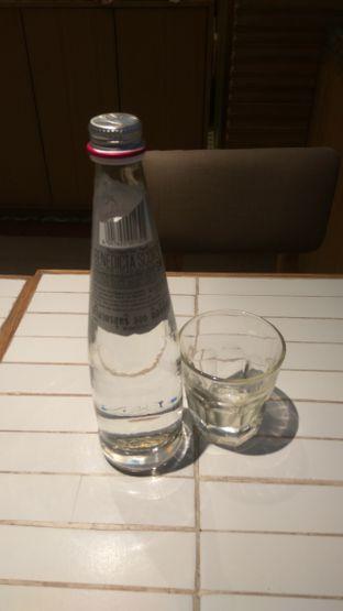 Foto 1 - Makanan(Natural Water (IDR 35k) ) di Nanny's Pavillon oleh Renodaneswara @caesarinodswr