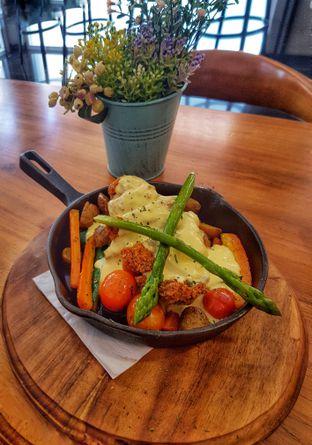 Foto 7 - Makanan(Chicken Maryland (IDR 48300 - Nett)) di Bellamie Boulangerie oleh Rinni Kania