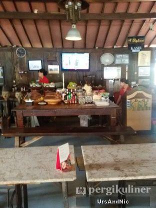 Foto 1 - Interior di Waroeng Solo oleh UrsAndNic