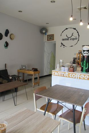 Foto 4 - Interior di Commit Coffee oleh Kuliner Addict Bandung