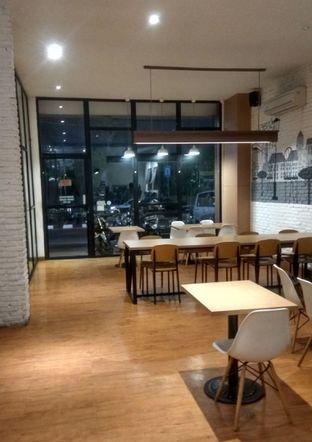 Foto 6 - Interior di Coffee Motion oleh Renodaneswara @caesarinodswr