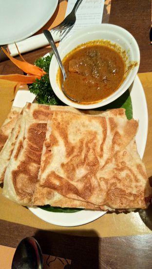 Foto 1 - Makanan(Roti Canai Chicken Curry) di Penang Bistro oleh Komentator Isenk