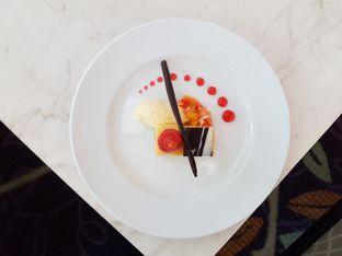 Foto 2 - Makanan di The Pavilion - JW Marriott Hotel Surabaya oleh Amrinayu