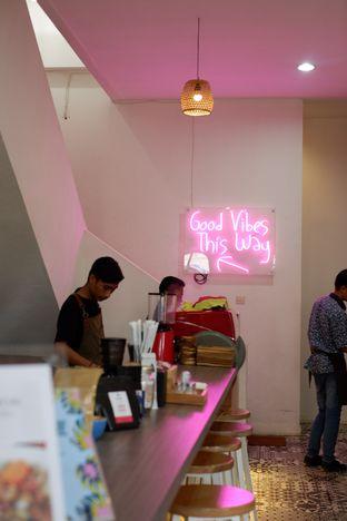 Foto 18 - Interior di Kullerfull Coffee oleh Deasy Lim