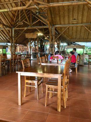 Foto 18 - Interior di Gubug Udang Situ Cibubur oleh Prido ZH