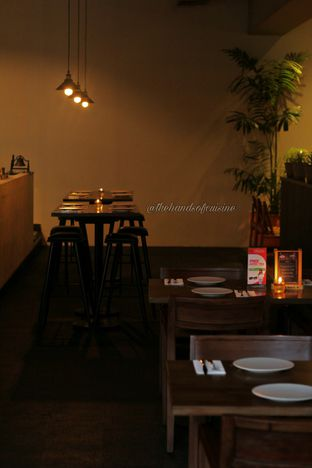 Foto 2 - Interior di Up In Smoke oleh thehandsofcuisine