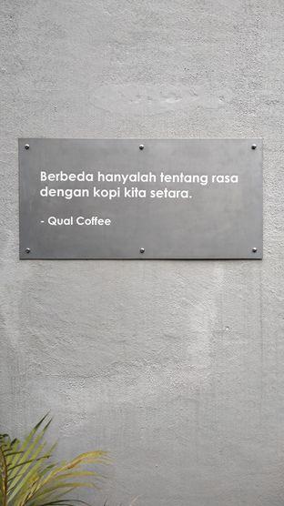Foto 2 - Interior di Qual Coffee oleh Chris Chan