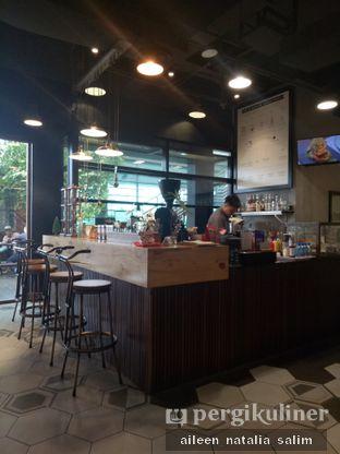 Foto 4 - Interior di Hygge Coffee oleh @NonikJajan