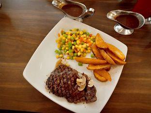 Foto - Makanan(Rib Eye  Steak (150g)) di Steak 21 oleh Florentine Lin
