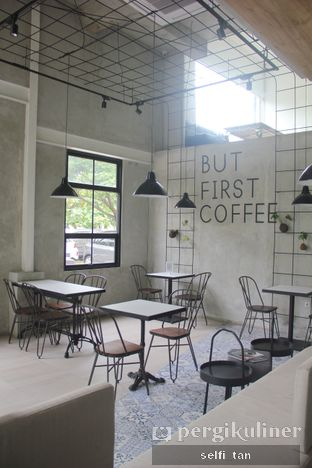 Foto 2 - Interior di JnF Coffee & Eatery oleh Selfi Tan