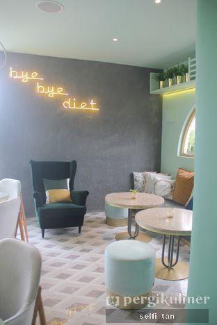 Foto 3 - Interior di Unison Cafe oleh Selfi Tan