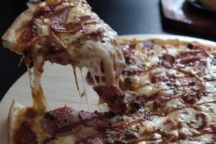 Foto 2 - Makanan di Monchitto Gourmet Pizza oleh Marsha Sehan