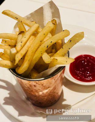 Foto 4 - Makanan(truffle french fries) di AMKC Atelier oleh Sienna Paramitha