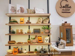 Foto 8 - Interior di Sollie Cafe & Cakery oleh Ladyonaf @placetogoandeat