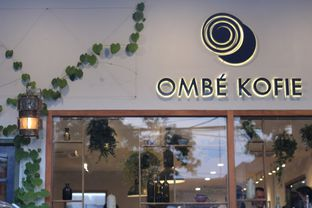 Foto 1 - Interior di Ombe Kofie oleh thehandsofcuisine