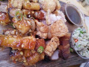 Foto 1 - Makanan(Pork belly crackle, pedas) di Celengan oleh zelda