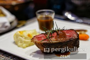 Foto 1 - Makanan(72 hours Signature Short Ribs) di Collage - Hotel Pullman Central Park oleh @teddyzelig