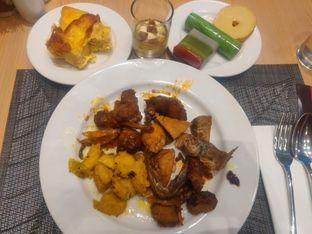 Foto review Asoka Rooftop Restaurant - Aston Kartika Grogol Hotel & Conference Center oleh Yutrisko  3