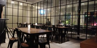 Foto Interior di D' Oeleg Indonesian Resto & Cafe