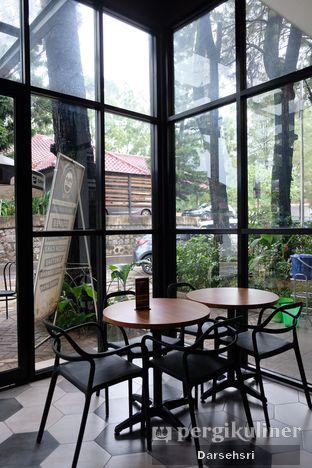 Foto 3 - Interior di MP Coffee oleh Darsehsri Handayani