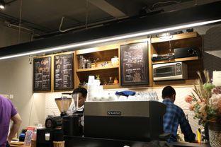 Foto 15 - Interior di MacKenzie Coffee oleh Mola Hidratinum