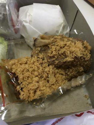 Foto 3 - Makanan di Ayam Goreng Suharti oleh Vicky Angdi
