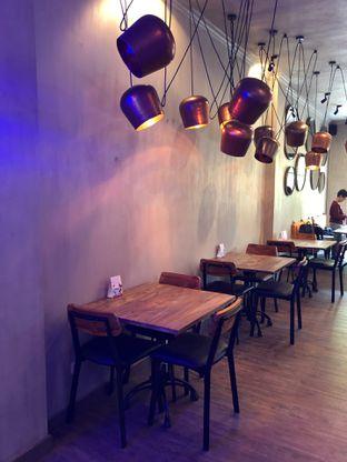 Foto 5 - Interior di Burns Cafe oleh feedthecat